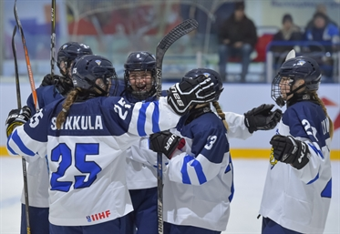 Finland eases past Germany